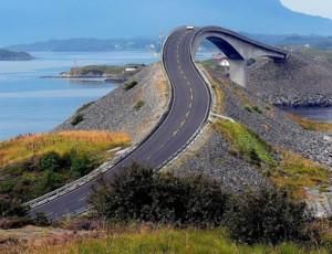 Estrada-do-Atlântico-na-Noruega-reta.jpg-300x230